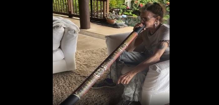 Steven Tyler didgeridoo
