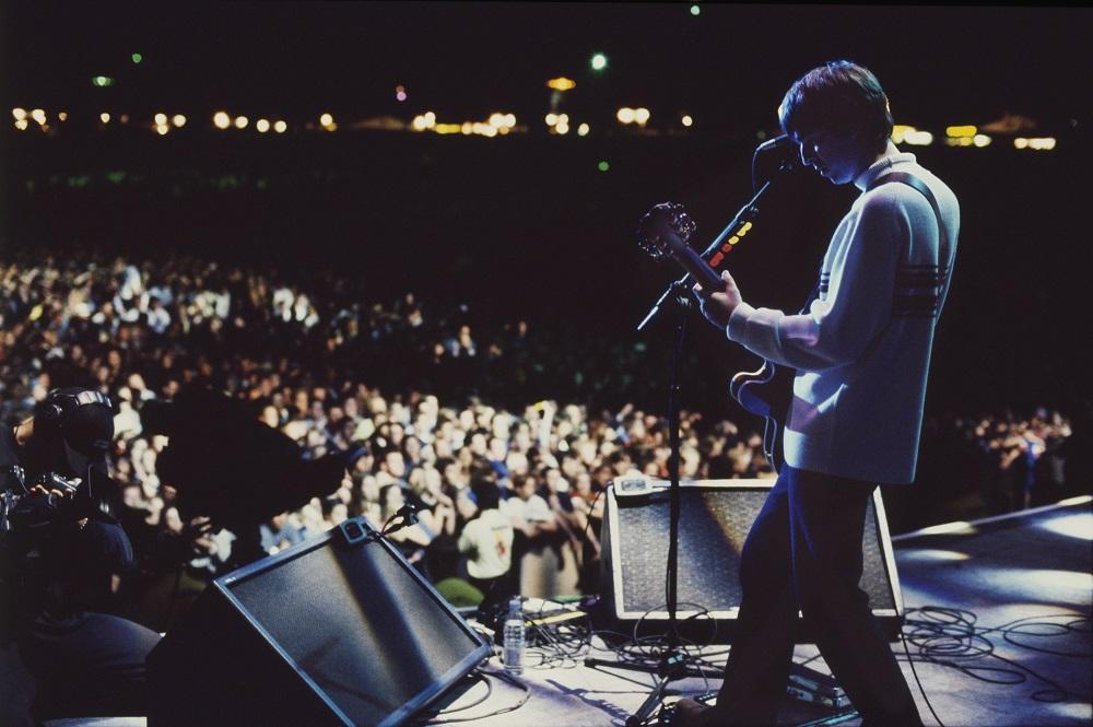 Oasis Knebworth 1996 (Photo: Jill Furmanovsky, provided by Permanent Press Media)